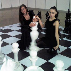 Большие шахматные фигуры из стеклопластика