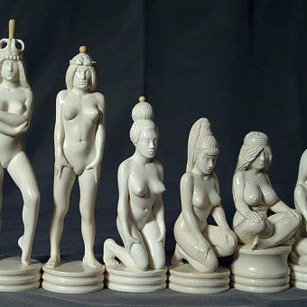 Шахматы скульптурные Противостояние