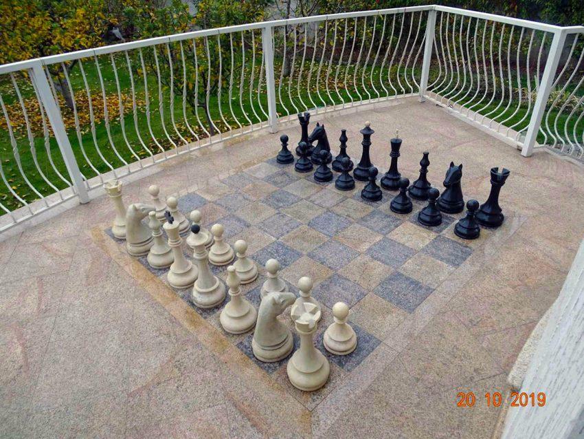 Большие шахматы из искусственного камня